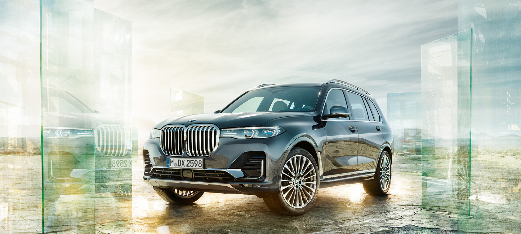BMW X7, three-quarter front view